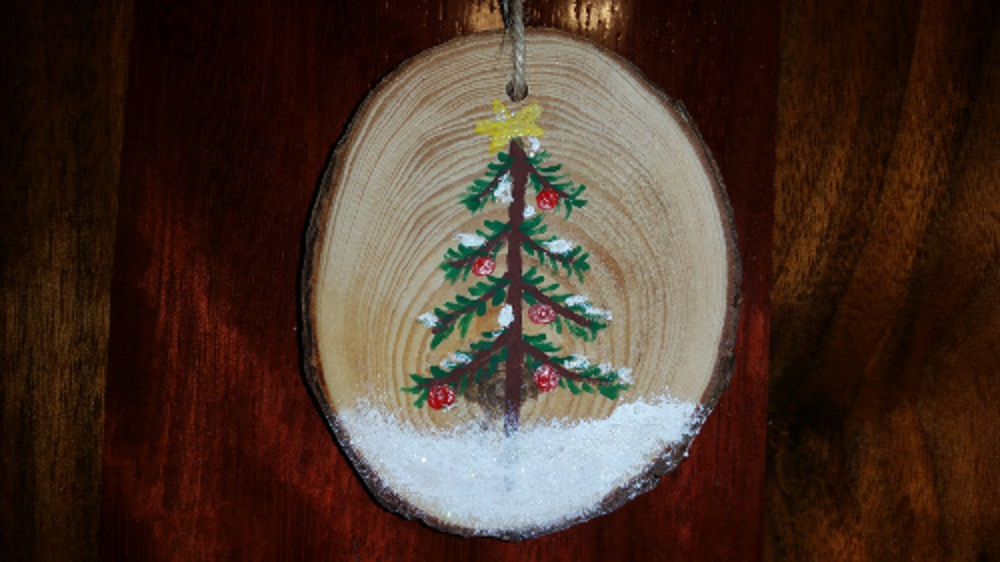 christmas ornament hand painted wooden circle christmas tree 1 piece tarheel wood working. Black Bedroom Furniture Sets. Home Design Ideas
