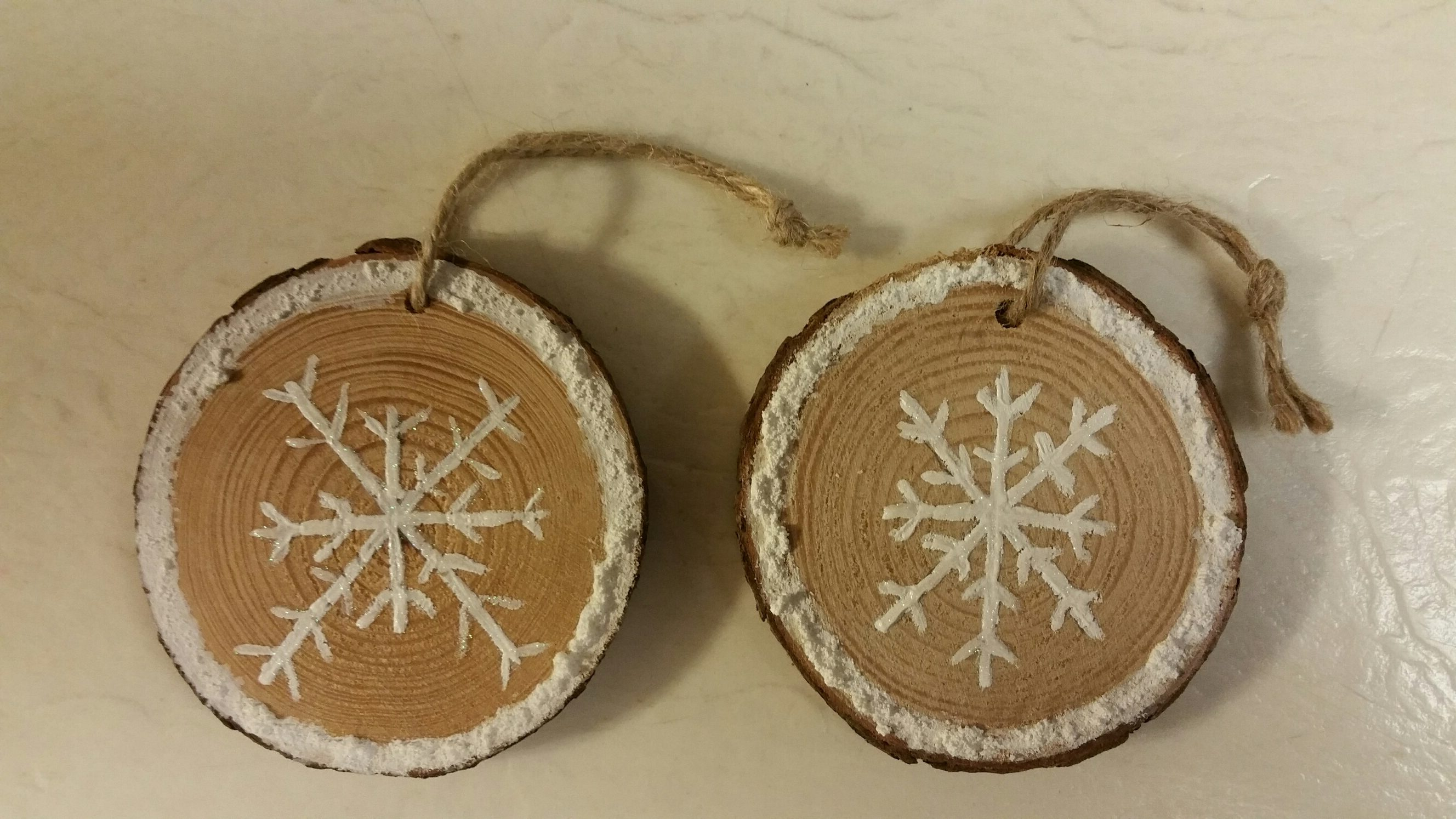 Christmas Ornament Hand Painted Wooden Circle Christmas Tree 1